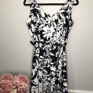 RONNI NICOLE Black|White Floral Belted Mid…